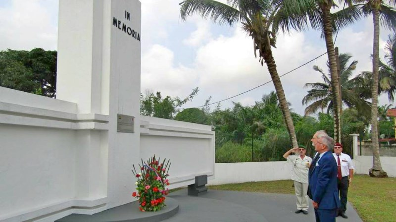 D placement de l ambassadeur de france port gentil d p t d une gerbe au la france au - Consulat de france port gentil ...