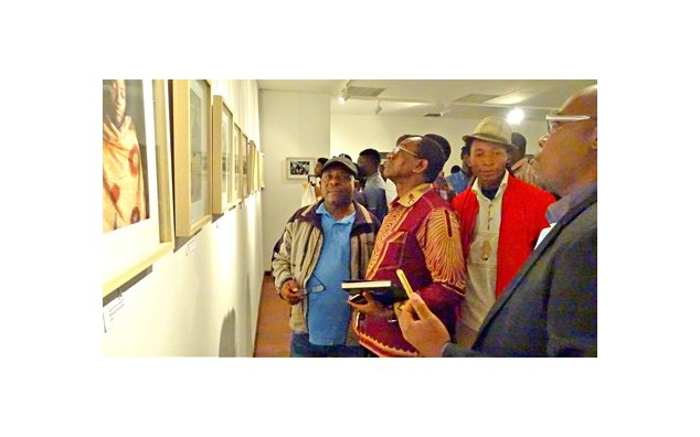 Vernissage de l'exposition « Regards de Masques » à l'Institut français du Gabon – 23 octobre 2017